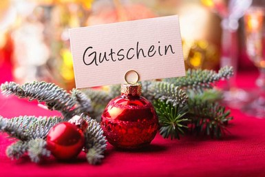 Gutschein Weihnachtsbaum.Ihk Saarland Partner Der Wirtschaft Gutscheine Unterm Weihnachtsbaum